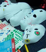 Photo d'un atelier créatif : Masque blanc, pour un arbre de noel