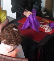 Photo d'un atelier magique avec un magicien, pour un arbre de Noël sur la région parisienne