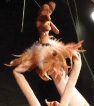 les enfants avec le poulet, lors du spectacle de fin d'année