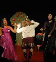 La forêt des chocottes, avec une princesse. les comédiens saluent les enfants à la fin du spectacle