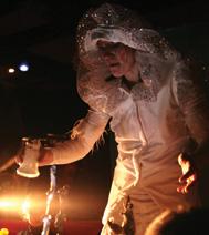 Le sucrier, un objet utilisé pendant le spectacle par Odile