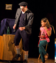 Tour de magie pour les enfants, durant le spectacle des fêtes de fin d'année