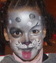 Exemple de maquillage sur visage gris