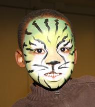 pour un spectacle d'arbre de noel, un face painting vert