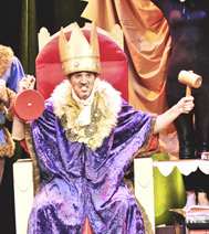 Le roi furieux, les enfants l'adorent. Joyeux Noel !
